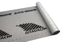 JUTADACH 135g černý/75m2-SKLADEM, odběr již od jednoho balení. Vysoce difúzní podstřešní membrána sloužící k ochraně podkrovních prostor a tepelných izolací. Materiál je třívrstvý kontaktní určený na bedněné i nebedněné šikmé střešní konstrukce.